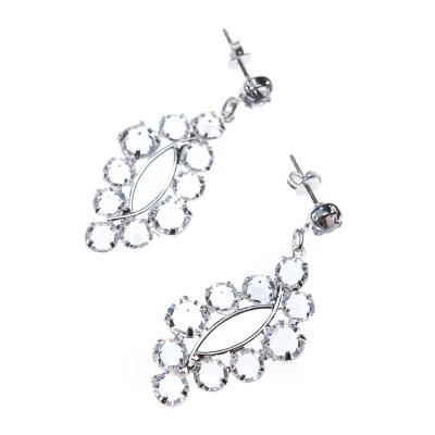 Nice wedding earrings with light motive